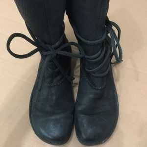 Black leather ugg boot size 9